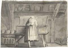 Vrouw gebogen over een lange kist in een interieur