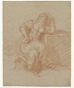 Zittende vrouw in loszinnige pose