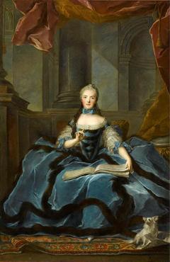 Madame Adélaïde tenant un livre de musique
