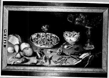 Stilleven met bloemen, vruchten en noten