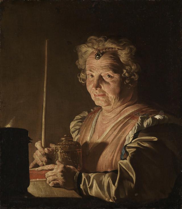 Alte Frau mit Buch und Räuchergefäss bei Kerzenlicht