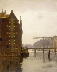 Pakhuizen aan een Amsterdamse gracht op Uilenburg