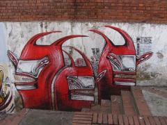 Tres cabezas rojas
