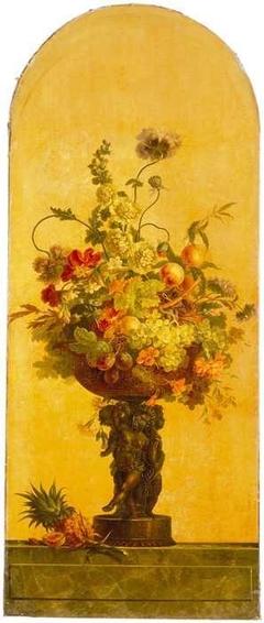 Geschilderd behangsel met voorstelling van bloemen en vruchten in een vaas