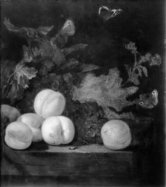 Vruchtenstilleven met perziken