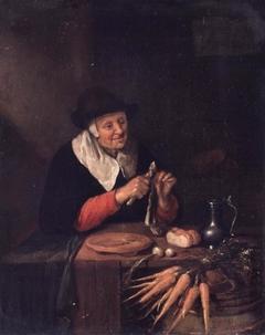 Oude vrouw die een haring schoonmaakt.