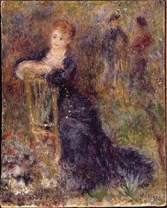 Jeune femme assise dans un jardin